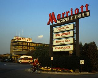 Marriott's 1st Hotel - Twin Bridges Motor Lodge